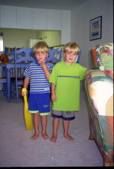 Twins at Cuando Condo (22 kbytes)